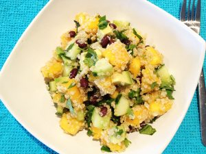 Refreshing Spinach, Mango, and Red Quinoa Salad with Chicken