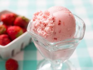 Simple & Healthy Strawberry Ice Cream